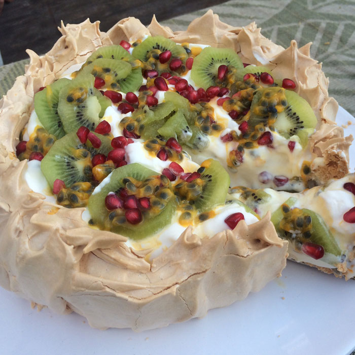 Pavlova-baking-kerry-dunkley